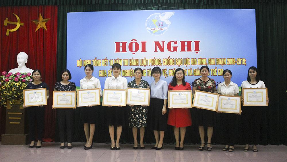Khen thưởng 31 tập thể, cá nhân trong công tác phòng, chống bạo lực gia đình